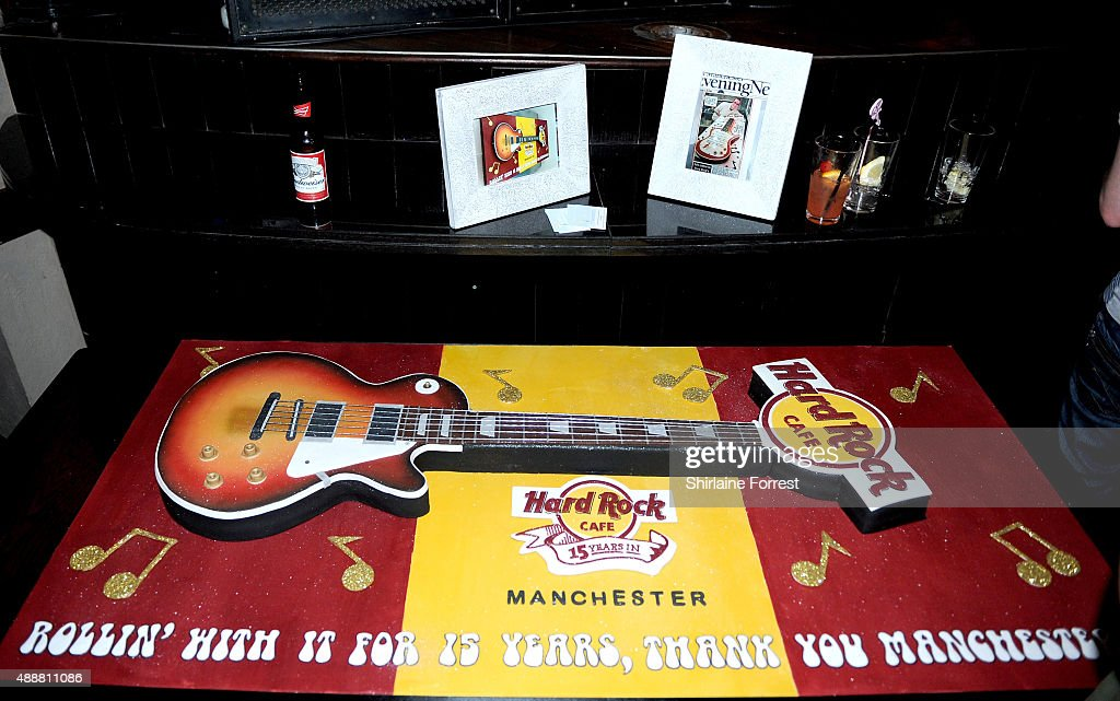 Phenomenal Guitar Shaped Cake By Neil Drogie Of Icing On The Cake Seen At The Funny Birthday Cards Online Barepcheapnameinfo