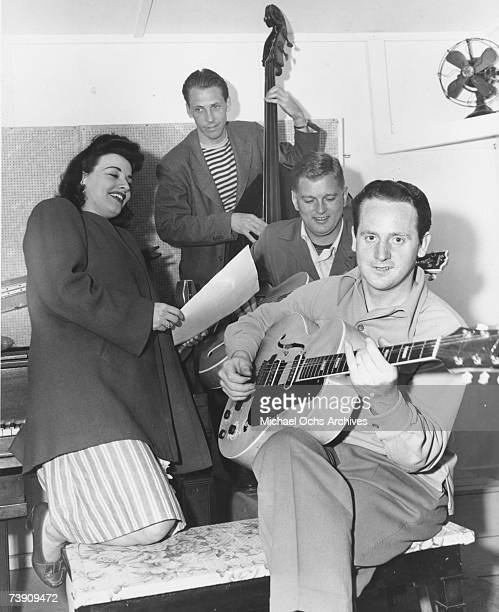 Guitarist and inventor Les Paul performs with singer Kay Starr and a band on March 14, 1946 in Los Angeles, California.