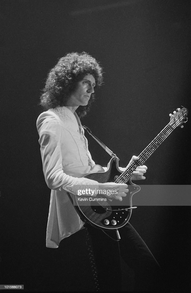 Queen Perform On Stage : News Photo