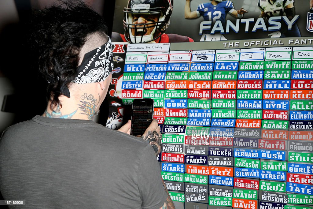 Touchdown For Charity Celebrity Fantasy Football Draft : News Photo