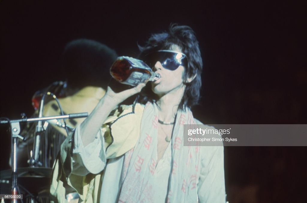 Keith Swigs On Stage : News Photo