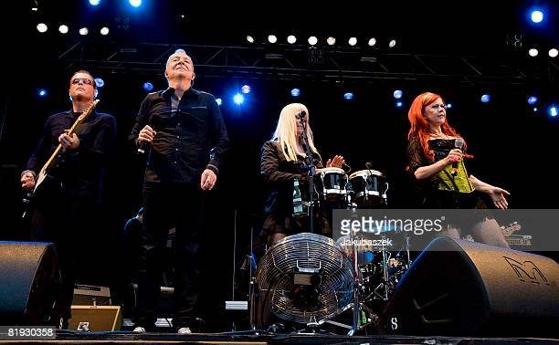 Guitarist Keith Strickland singer Fred Schneider Cindy Wilson and Kate Pierson and of the US Rock band 'The B52's' perform live during a concert at...