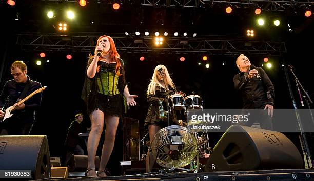 Guitarist Keith Strickland, singer Kate Pierson, Cindy Wilson and Fred Schneider of the US Rock band 'The B-52's' perform live during a concert at...