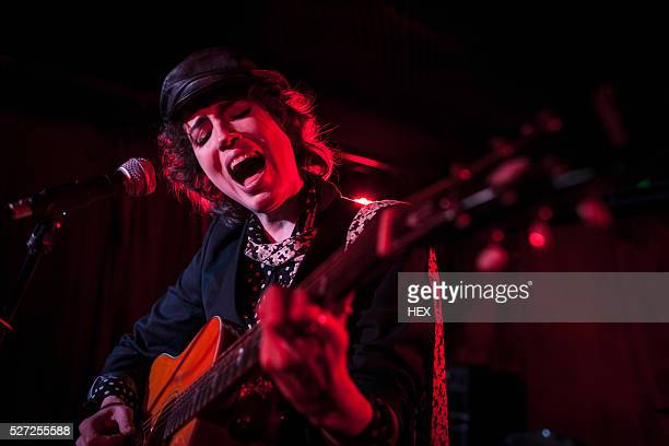 guitarist performing at a nightclub - guitarist stock pictures, royalty-free photos & images