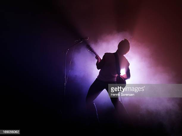guitarist performing on stage - konzert stock-fotos und bilder