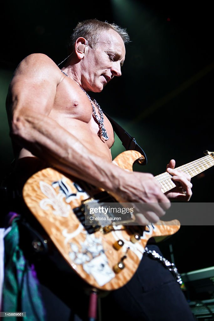 Def Leppard Special YouTube Performance - West Hollywood, CA : News Photo