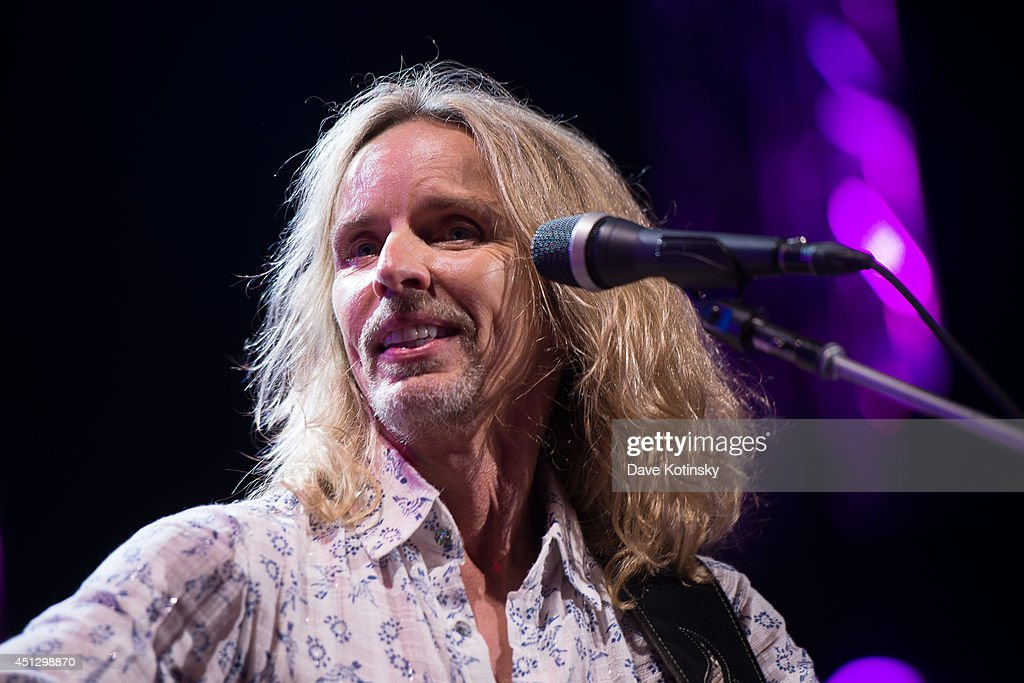 Guitarist Tommy Shaw of Styx performs at Prudential Center on June 26, 2014 in Newark, New Jersey.