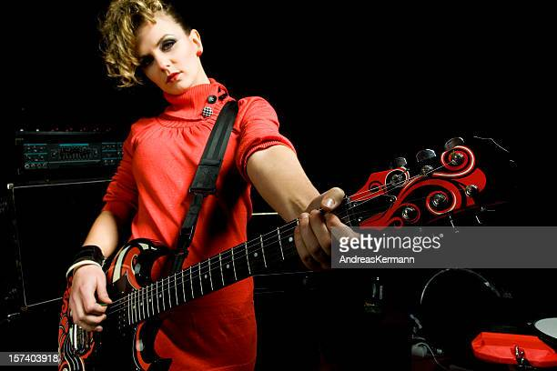 Gitarrist Frau in Rot