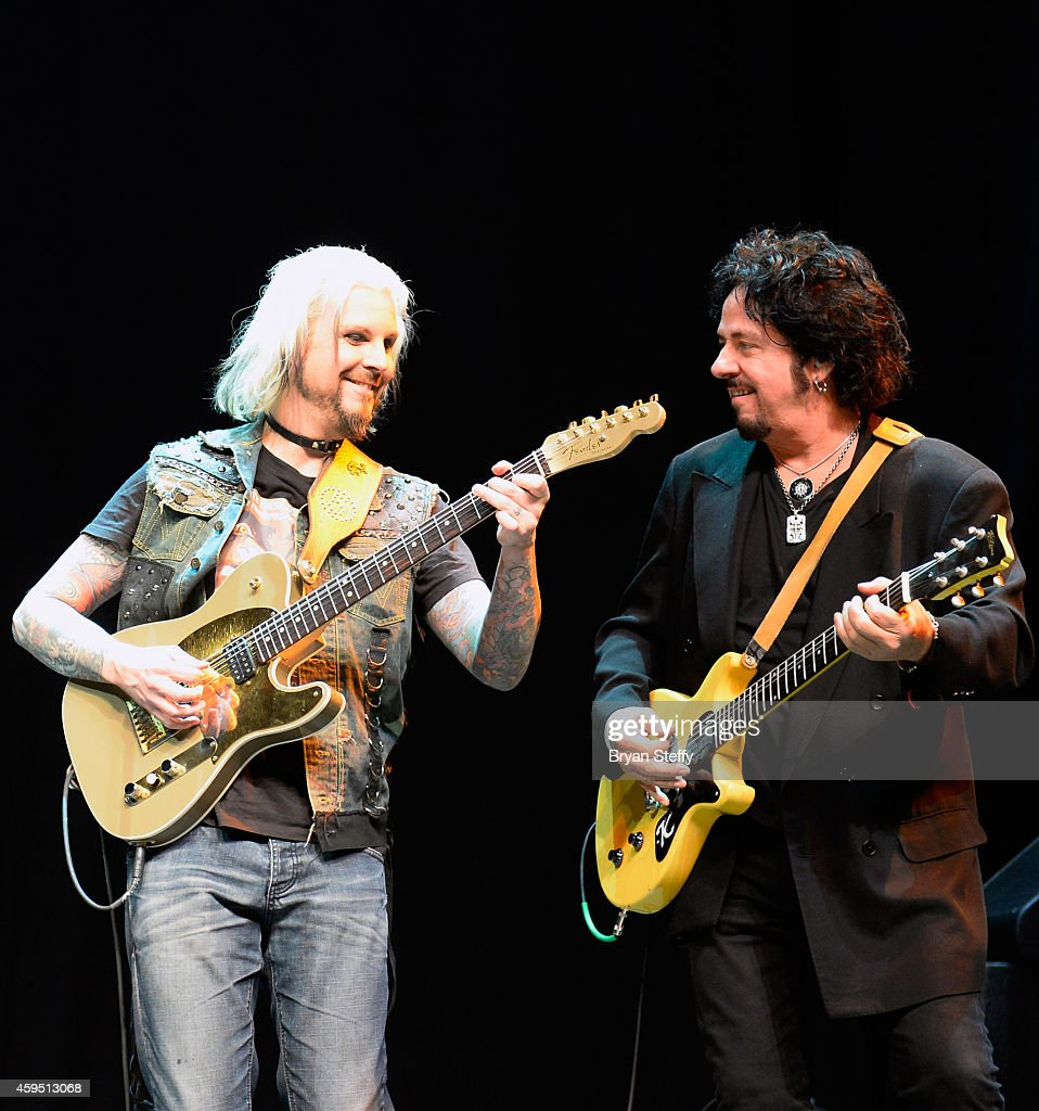 Guitarists John 5 (L) and Steve Lukather perform during The 5th annual Vegas Rocks! Magazine Music Awards at The Pearl Concert Theater at the Palms Casino Resort on November 23, 2014 in Las Vegas, Nevada.