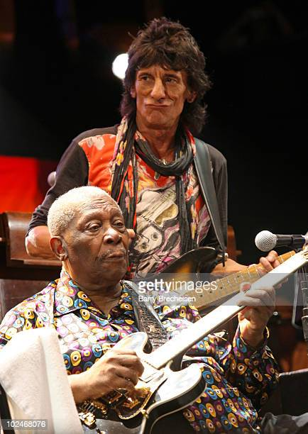Guitarists Ronnie Wood and BB King perform onstage during the 2010 Crossroads Guitar Festival at Toyota Park on June 26 2010 in Bridgeview Illinois