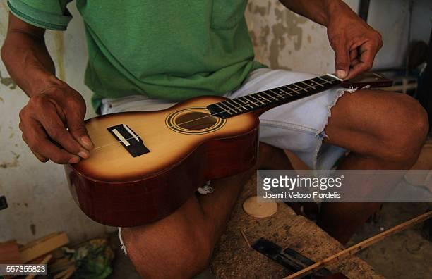guitar-making: mactan, cebu, philippines - joemill flordelis stock pictures, royalty-free photos & images