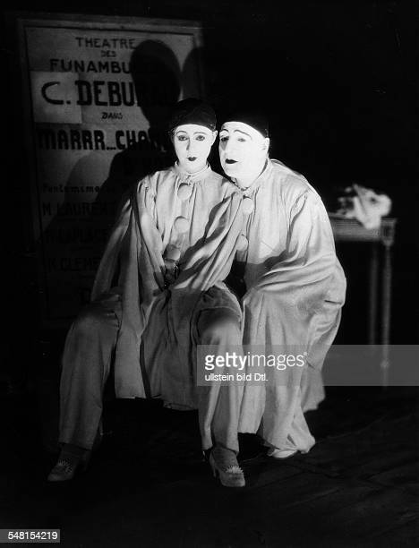 Guitry Sacha *21021885 Stage actor film actor director screenwriter and playwright France with his wife Yvonne Printemps acting in his play...
