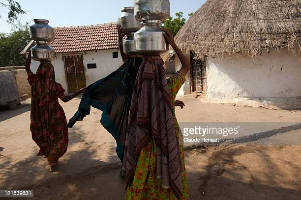 Gujarati women coming back from well