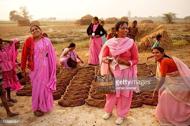 Gulabi Gang's members and villagers on the village's farming site The Gulabi gang or 'the pink gang' as in direct translation from Hindi is a group...