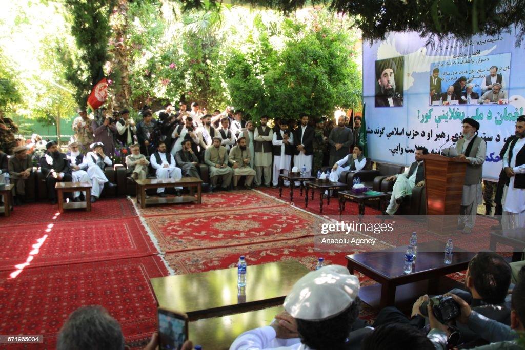 Gulbuddin Hekmatyar attends meeting in Afghanistan : Nieuwsfoto's