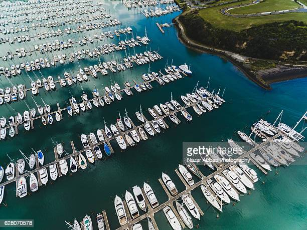 gulf harbour marina, auckland new zealand. - ファンガパラオア半島 ストックフォトと画像