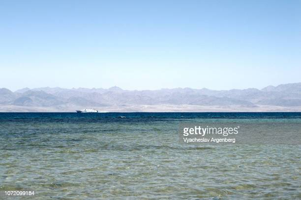 gulf of aqaba, nuweiba coast, saudi arabia across the strait - argenberg stock pictures, royalty-free photos & images