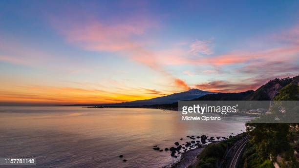 gulf of taormina with view of etna et giardini-naxos at sunset - naxos sicily stock pictures, royalty-free photos & images