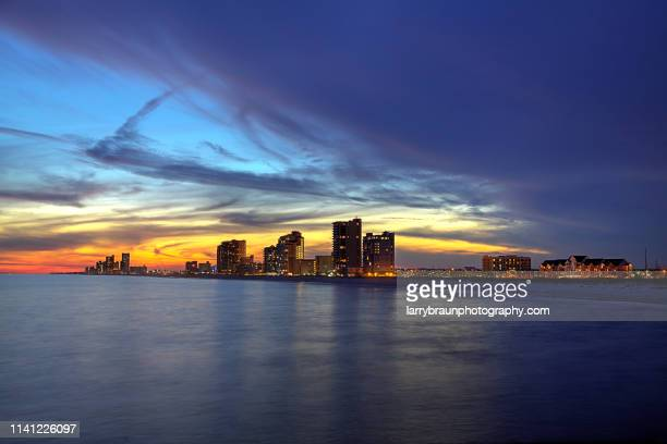 gulf shores at dusk - gulf shores alabama stock pictures, royalty-free photos & images