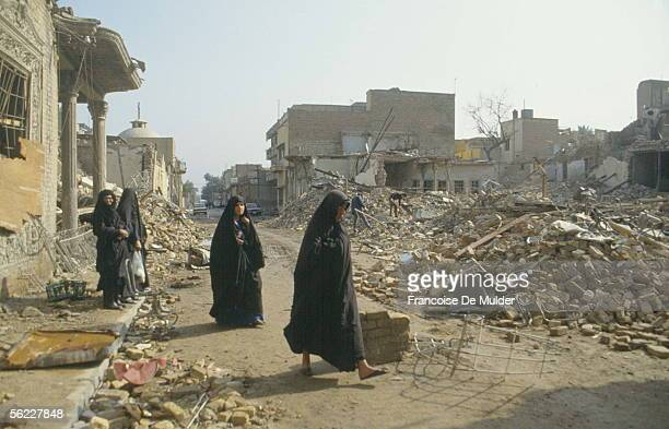 Gulf war Shiite women in front of the ruins of their house Bagdad in February 1991 FDM99614