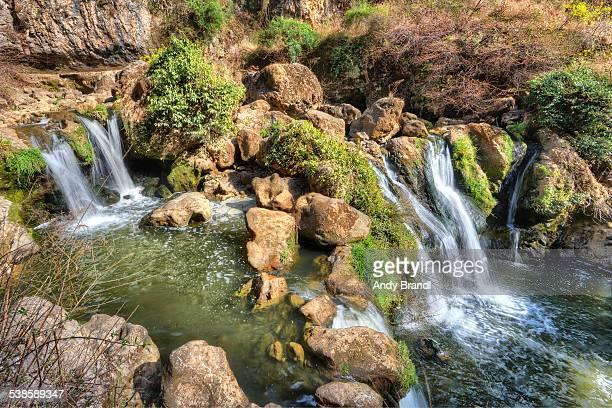 gully at guan yin gorge - provinz yunnan stock-fotos und bilder