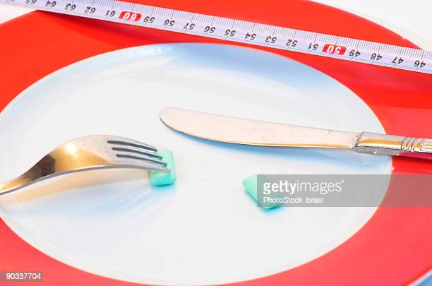 gum to be eaten with a fork and knife - anorexia nervosa imagens e fotografias de stock
