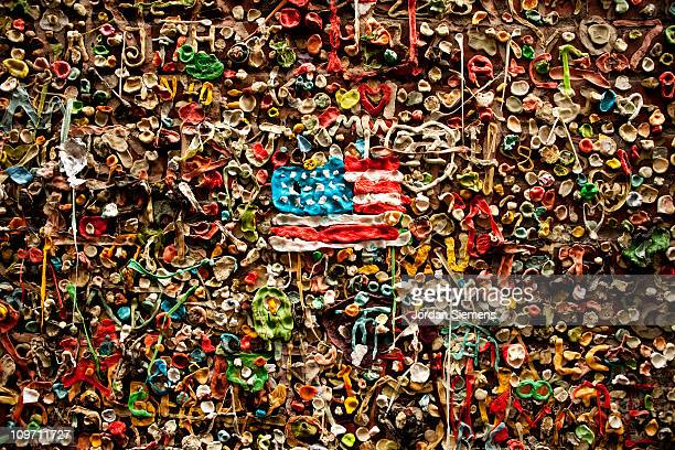 gum wall - national flag stock pictures, royalty-free photos & images