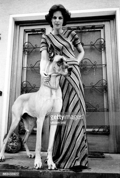 Gundlach Alida Television Presenter Germany with her mastiff in front of her house in Hanover Germany