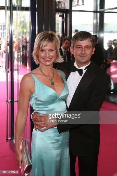 """Gundula Gause, Ehemann Peter, Sat.1-Gala Verleihung """"Deutscher Fernsehpreis 2009"""", """"Coloneum"""", Köln, Nordrhein-Westfalen, Deutschland, Europa, Roter..."""