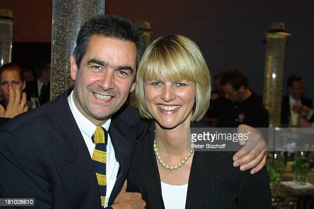 """Gundula Gause , Freund Peter, Aftershow-Party Verleihung """"Deutscher Fernsehpreis 2003"""", Köln, , """"Coloneum"""", umarmen, Promis, Prominenter, Prominente,"""