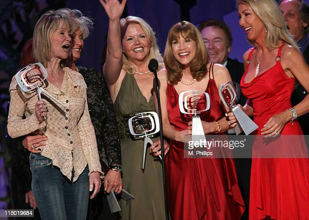 Gunilla Hutton Marianne Gordon Rogers Misty Rowe Barbi Benton Roy Clark and Linda Thompson winners Entertainers Award for Hee Haw