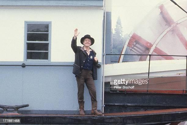 """Gunnar Möller, ZDF-Serie """"Tom Sawyer und Huckleberry Finn"""", Kanada, USA, Abenteuerfilm, Sheriff, Kostüm, Hut, Raddampfer, Sheriffstern, Schauspieler,..."""