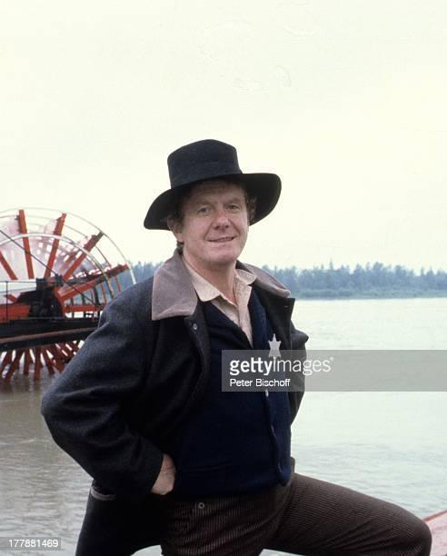 """Gunnar Möller, ZDF-Serie """"Tom Sawyer und Huckleberry Finn"""", Kanada, USA, Abenteuerfilm, Sheriff, Kostüm, Hut, Wasser, Fluss, Raddampfer,..."""