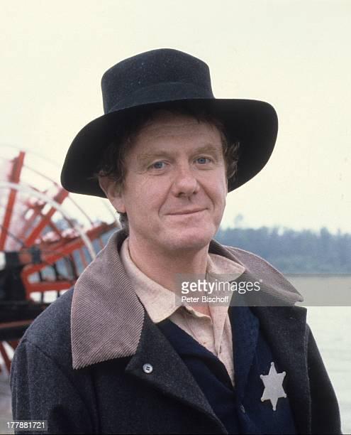 Gunnar Möller ZDFSerie Tom Sawyer und Huckleberry Finn Kanada USA Abenteuerfilm Sheriff Kostüm Hut Wasser Fluss Raddampfer Sheriffstern Schauspieler...