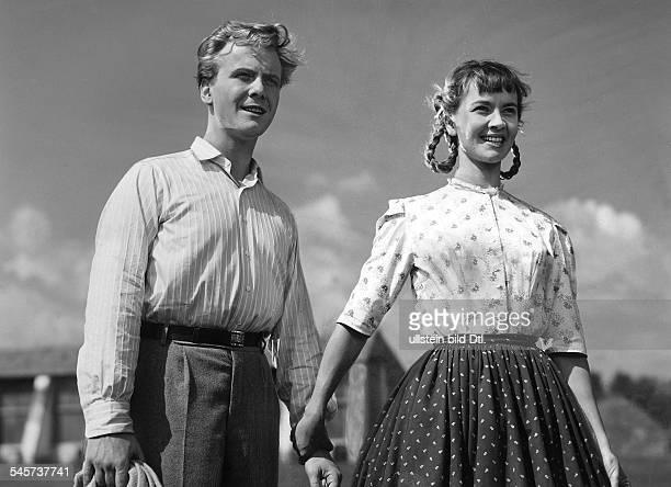 Gunnar Moeller*Schauspieler D mit Liselotte Pulver in 'Ich denke oft an Piroschka'D 1955 Regie Kurt Hoffmann