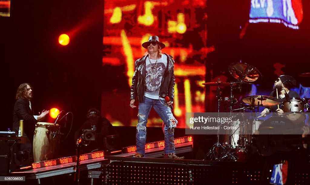 UK- Music- Guns' N' Roses perform in London : News Photo