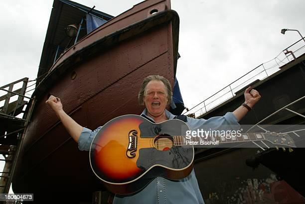 Gunter Gabriel Hamburg Boot Werft Musikinstrument Gitarre jubeln