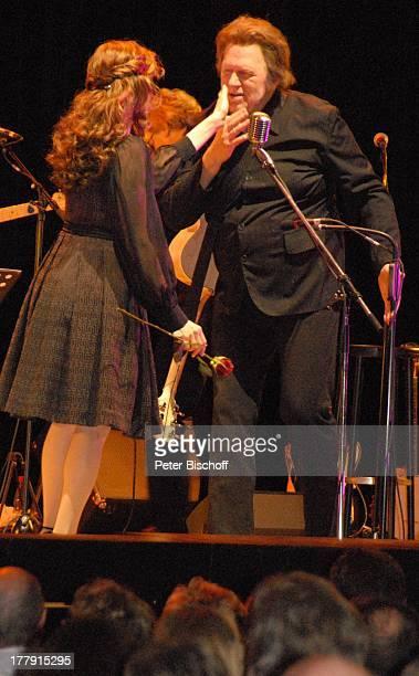 Gunter Gabriel Helen Schneider TourneeStart Hello I'm Johnny Cash Glocke Bremen Deutschland Europa Bühne Auftritt Mikro streicheln Country and...