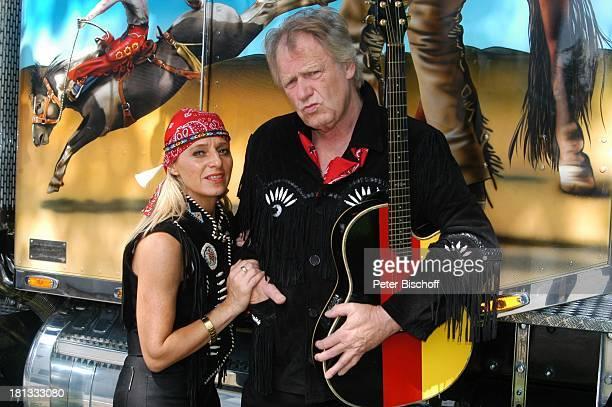 Gunter Gabriel Lebensgefährtin Maria Hilario Truck Store Niebel Schloß HolteStukenbrock Deutschland ProdNr 1113/2006 Gitarre amerikanischer Truck...