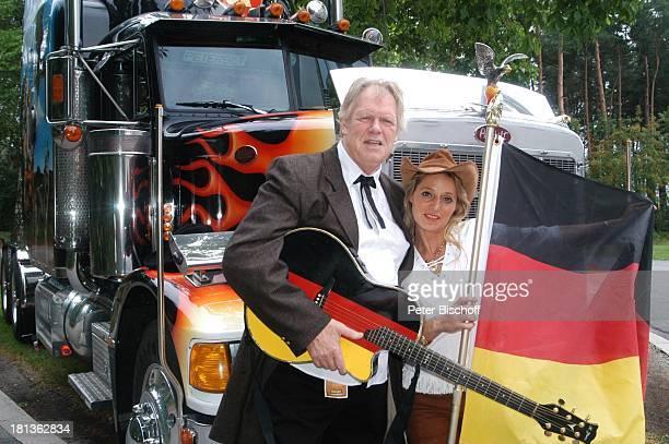 Gunter Gabriel Lebensgefährtin Maria Hilario Truck Store Niebel Schloß HolteStukenbrock Deutschland ProdNr 1113/2006 Gitarre Deutschland Fahne Flagge...