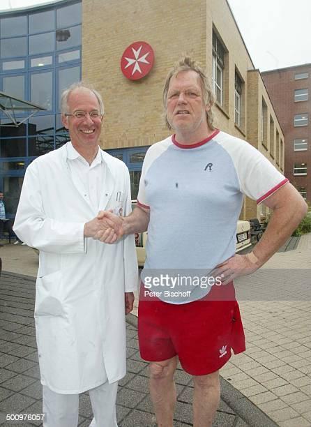 Gunter Gabriel Prof Dr Nellson HerzinfarktPatient Gunter Gabriel Stendal 'JohanniterKrankenhaus' Logo EingangsBereich Schlafanzug bedanken Hände...