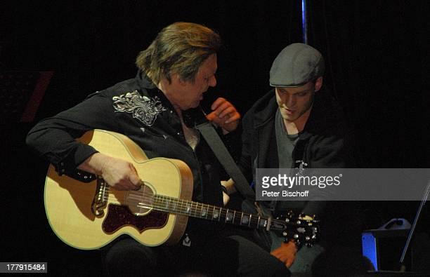 Gunter Gabriel Tontechniker TourneeStart Hello I'm Johnny Cash Glocke Bremen Deutschland Europa Bühne Auftritt Mikro Country and WesternSänger Musiker