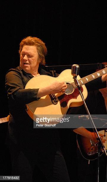 Gunter Gabriel TourneeStart Hello I'm Johnny Cash Glocke Bremen Deutschland Europa Bühne Auftritt Mikro singen Country and WesternSänger Musiker