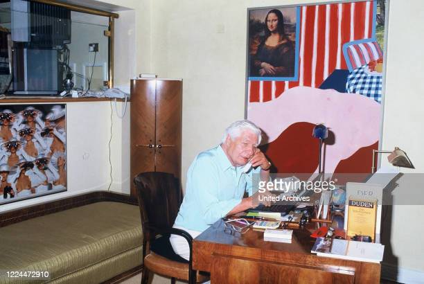 Gunter Sachs at the desk during a phone call, 2000s.