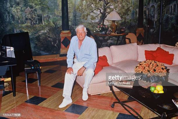 Gunter Sachs is posing on a sofa 2000s