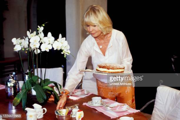 Gunter Sachs wife Mirja is setting the table in Sankt Tropez France 2004