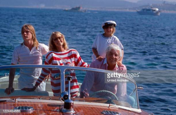 Gunter Sachs with his wife Mirja and the sons Christian Gunnar and Claus Alexander in a motor boat near Sankt Tropez, France 2000s.