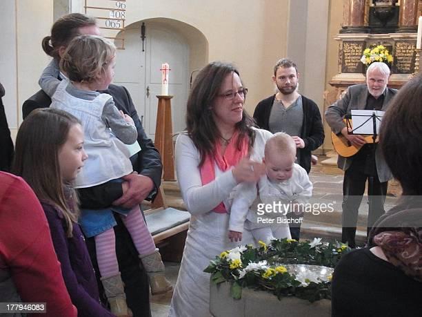 Gunther Emmerlich , Adoptiv-Tochter Karoline Simang bei Taufe von Baby Ophelia-Julia Paola , Enkelin Antonia Luisa , Enkelin Eleonora Lucia Cecelia ,...