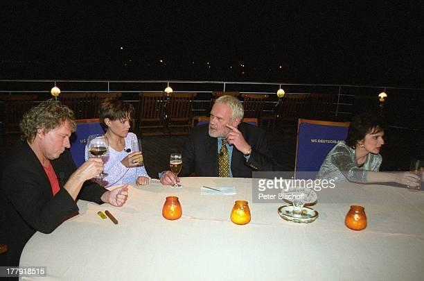 Gunther Emmerlich Bernhard Brink Francine Jordi Monika Martin Stammtisch vor Restaurant Alter Fritz ARDShow Zauberhafte Heimat MS Deutschland...