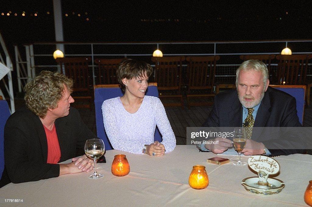 Gunther Emmerlich (re., Opern-Star, Moderator), Bernhard Brink,  : News Photo